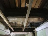 Демонтаж аварийных элементов потолка